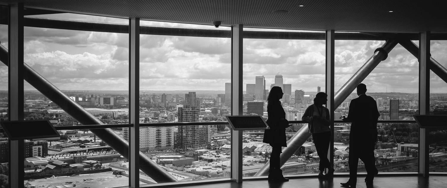 Carsten Sauerbier Diplomingenieur Maschinenbau people in front of a window in an office with view over a city